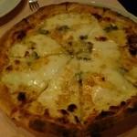 イル・ブッテロ - 2016.1.10_4種チーズのピザ