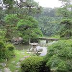 京亭 - 向こうの丘は鉢形城址