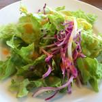 ワンサカンサ - セットのサラダ
