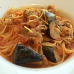 ワンサカンサ - イベリコ豚と茄子のトマトソーススパゲティ(¥1280)→サラダ・スープ付き