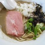 麺処 晴 - 濃厚そば(背黒2種) 780円