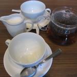 ディキシーダイナー 恵比寿店 - アールグレイ@520円にカップを二つ用意いただけました