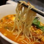 らーめんサッポロ 赤星 - 麺