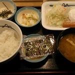 松屋 - ソーセージエッグ定食(400円)