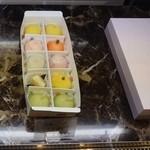 かねい フルーツ餅 松竹堂 - 店内の雰囲気