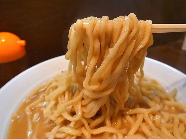 荒海 - モチ度高めの手繰り気持ちイイ太麺