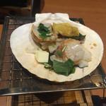 Kagonoya - (2016.1)小町弁当の帆立のバター醤油焼き。熱々で美味しかった。