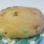 手作りパン工房 フレ - 枝豆とチーズのフォカッチャ124円。