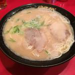 秀ちゃんラーメン - ラーメン=590円