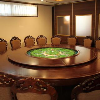 """日本では珍しい噴水式円卓など""""五感""""で楽しむ上質な個室"""