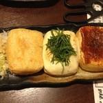 46380620 - あげ屋特製 栃尾あげ 左からプレーン→チーズ→味噌