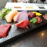 芦屋 とり千 - 料理写真:鶏刺し盛り合わせ