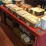 なかぶ庵 - 卓上の土産物類