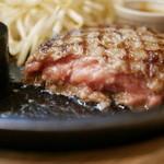 肉食堂 優 - 「レギュラーハンバーグ 」レアな焼き加減