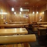 七福家 - 「七福家 早稲田店」店内置くは広くなっており、テーブル席があります。