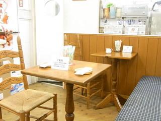 ステラおばさんのクッキー 高槻西武店 - テーブル席6の小さなイートインスペース