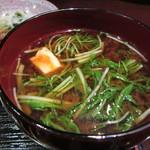 狐兎 - 赤出汁のお味噌汁(具は湯葉&水菜)