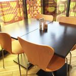 マルヘリキッチン - テーブル席