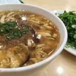 京鼎小館 - 酸辣湯のハーフ&空心菜炒めのハーフ