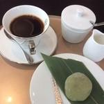 cafe 186 - 珈琲とぼたもち(抹茶)
