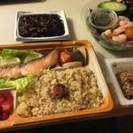 46397536 - ある日の夕食。弁当、総菜はすべてニジヤで購入