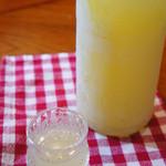 """イタリア酒場 ヴィノ カサノバ - 自家製のレモンのお酒""""レモンチェッロ"""" 食後酒や、さーだで割ったカクテルで食前酒としても!!こちらもファン多数です。"""
