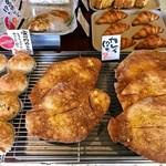 ジョルノス - 「カレイパン」と「豚の角煮カレーパン」(ひじカレーラリー対象商品)