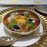 ビストロ ダイア - すっかり、ダイアの名物料理となった、海の宝石の缶詰。(北海道産帆立、イクラ、生うにの缶詰 冬野菜のマケドニア風、カリフラワーのムース)