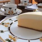 46398666 - チーズケーキと紅茶。