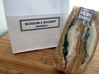 ブロッサム アンド ブーケ デリ カフェ 品川シーズンテラス店 - クリームチーズとサーモンのサンドイッチ
