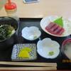 市場食堂 - 料理写真:ごまだれ丼とカツオの刺身
