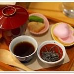 茶の愉 - ほうじ茶のおしるこ
