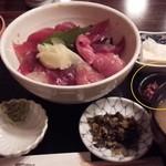 46409695 - 鮪丼 950円