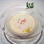ミラヴィル - 白桃とヨーグルトの冷製スープ トリュフの泡