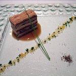 ミラヴィル - スペシャリテ 和牛舌とフォアグラ トリュフのサンマルク仕立て セミドライイチジクのソース