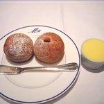 ミラヴィル - 自家製 ひよこ豆のパンとライ麦のパン 北海道産の無塩バター