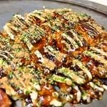 かく庄 - お好み焼きは格子状に切るのが関西風