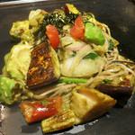 京ちゃばな - アボカド黒焼きそば 野菜ミックス 1180円