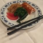 重慶飯店 横浜中華街 新館1F - 前菜三点盛り。クラゲ美味い(^∇^)