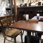 オルシックスティシックス - 店内テーブル席の様子