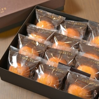 大粒な栗が一粒入ったマロンケーキ(9個入りと12個入り)
