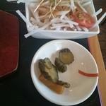 串ドラゴン - サラダと漬物