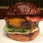 ソウルダイナー - 料理写真:厚さ1cmのベーコンがボリューム満点!!『ベーコンチーズバーガー』
