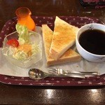 喫茶楢 - 料理写真:さすがに 老舗 ベテランの淹れるコーヒーは 香りもよくて ほろ苦く最高でした  パンも注文を受けてからきるのもごくあたりまえーーー