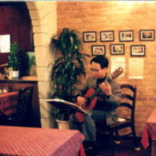 土・日はピアノ・ギターの生演奏がサービスで♪