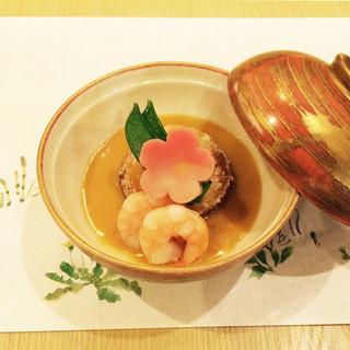 柔らかさと歯ごたえ、隠れた技が光る『和楽名物里芋饅頭』