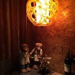 S.F.BURGERs - アンティークランプと猿