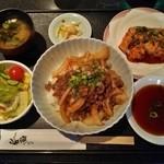 46428678 - 『焼肉丼』(1000円)と『こてっちゃん』(400円)~♪(^o^)丿