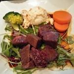 46428733 - サイコロステーキは、焼き過ぎで 肉は硬く タレも多すぎで、しょっぱかった~!!(>_<)