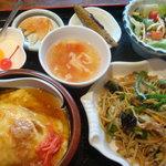中国食彩 渓泉 - 料理写真:天津飯+上海焼きそばのランチ(780円)